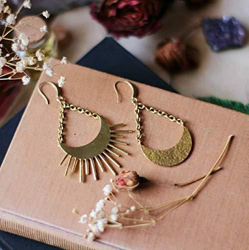 Les boucles doreilles asym/étriques du soleil et de la lune c/éleste sont suspendues avec de grandes boucles doreilles /à longue cha/îne en or pour femmes boho bijoux.