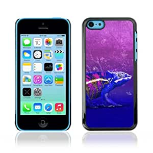Designer Depo Hard Protection Case for Apple iPhone 5C / Cool Neon Chameleon Art