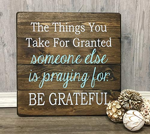 (weewen The Things You Take for Granted Someone Else is Praying for Be Grateful Be Grateful Rustic Inspirational Bedroom Plaque Home Decor Sign Wall Art Plaque)
