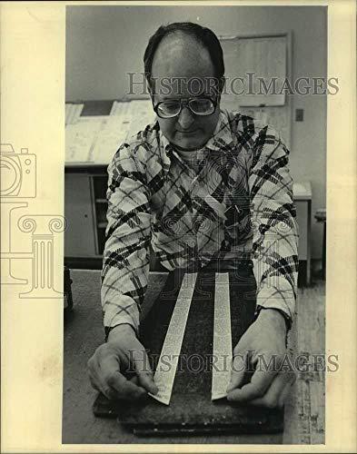 - Vintage Photos 1984 Press Photo Employee in Milwaukee Journal Sentinel Advertising Services