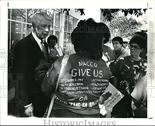 1991 Press Photo Ward Smith  Chairman Of Nacco Industries Came Out   Cva42220