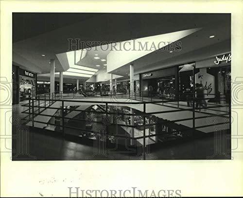 Vintage Photos 1981 Press Photo Interior at Sharpstown Shopping Center, Mall, Houston, ()