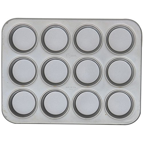 Chicago Metallic 43515 Glazed Aluminized Steel 12 Cup Jumbo Muffin Pan (Chicago Metallic Steel Muffin Pan)