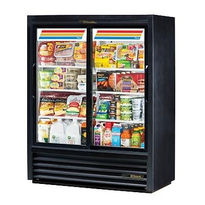 (True Two-Section Six Wire Shelf Vinyl Exterior Convenience Store Cooler)