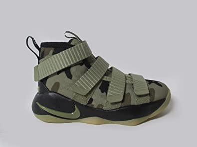 Amazon.com | NIKE Boys' Preschool Lebron Soldier 11 Basketball Shoes Boys  Fashion-Sneakers 918368 | Basketball