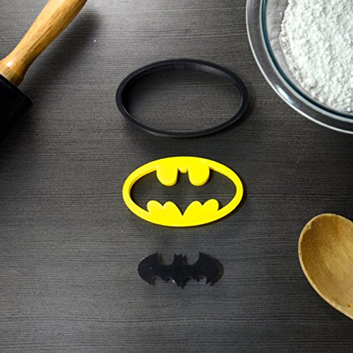 Batman Superhero Cookie Cutter & Fondant Cutter Classic Black & Yellow Logo Set For Kids and Parents – Perfect for Cookies, Cake Decoration, Cupcake Toppers (1, Medium 3'' x 1.9'')