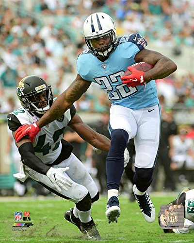 (Derrick Henry Tennessee Titans 2017 Action Photo (Size: 8