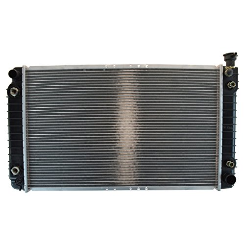 (Radiator for Chevy GMC C/K Pickup Truck Suburban w/Engine Oil Cooler)