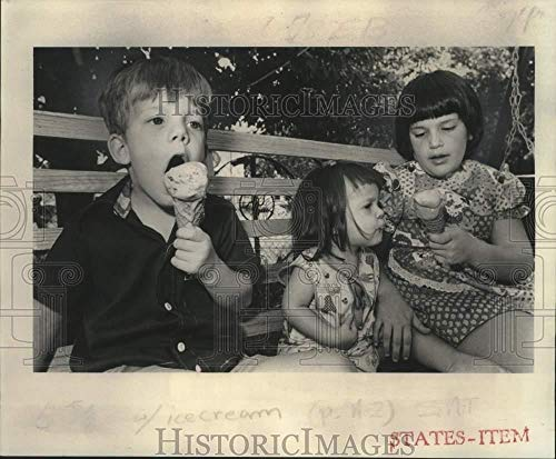 Vintage Photos 1977 Press Photo Children Eating Ice Cream Cones in New Orleans - noo33088 (Best Ice Cream In New Orleans)