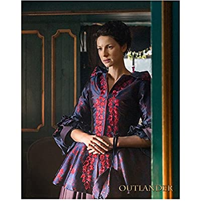 Caitiona Balfe as Claire Randall in Outlander Looking Worried 8 x 10 inch Photo