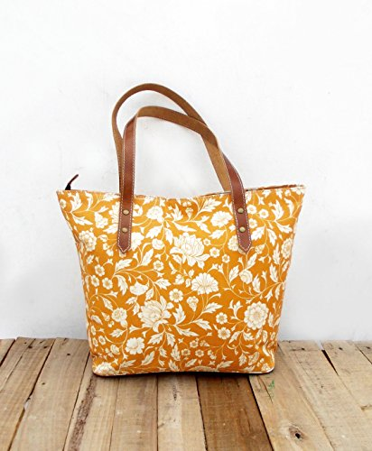 Borsa laminato, cotone, giallo, motivo floreale, Kalamkari folk, finitura opaca, finiture in pelle, chiusura zip, Everyday bag.
