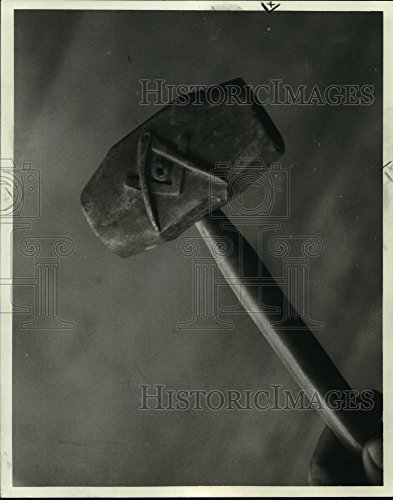 1977 Press Photo A hand-carved Masonic gavel used to call lodge meetings