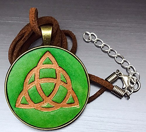 [Green and Bronze Celtic Knot Hand-Painted Tooled Veg Tanned Leather Pendant Necklace] (Larp Costumes Uk)