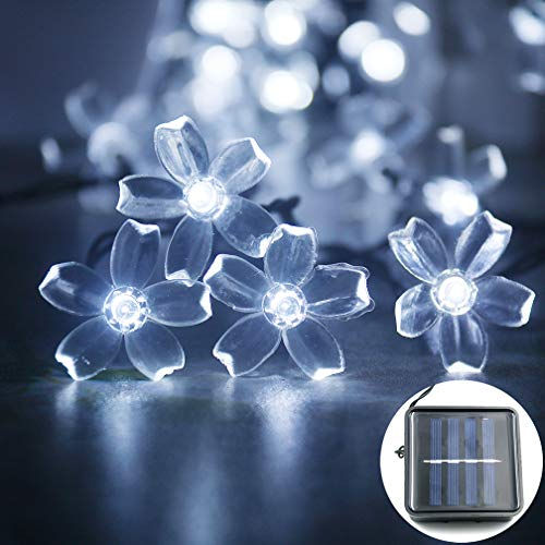 (mankinlu Solar Outdoor Christmas String Lights,Outdoor Solar Powered Cherry Blossom String Lights,Waterproof 23ft 50 LEDs Decorative Light,for Outdoor Garden Patio Party Xmas Tree Decorations White)