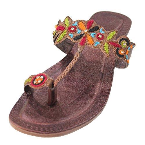 Braune Damen-Sandalen von W&W, leger, flach, handgemacht in Indien, im Kolhapuri-Stil, bestickt Braun