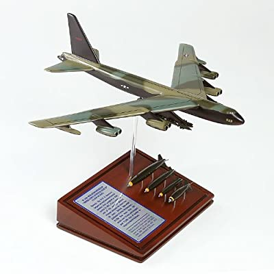 Mastercraft Collection Planes and Weapons Series Boeing B-52D STRATOFORTRESS Vietnam Model Scale:1/160
