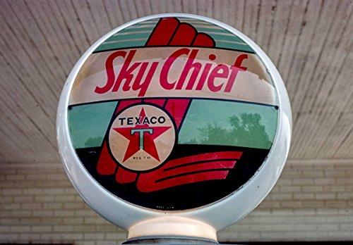 Roadside America Photo Collection | 1977 Texaco Gas Pump Globe, Milford, Illinois | Photographer: John Margolies | Historic Photographic Print 14in x 11in (Replica Historic Ring)