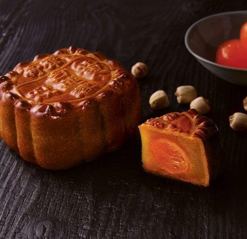 Kee Wah Bakery White Lotus Seed Mooncake with 2 Yolks 雙黃白蓮蓉月餅
