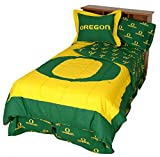 Oregon Ducks (3) Piece QUEEN Size Reversible Comforter Set - Includes: (1) QUEEN Size Reversible Comforter and (2) Pillow Shams - Save Big By Bundling!