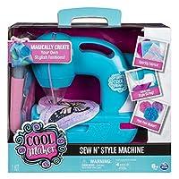 Cool Maker - Máquina de coser Sew N 'Style con accesorio para hacer pompones (la edición puede variar)