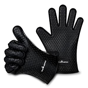 Que Heads Silicone BBQ Grill Gloves - Heat Resistant Barbecue Oven Mitts Ideal for Grilling, Smoking, Cooking, and Baking - Pair of Black Gloves