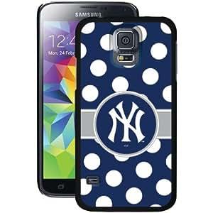 COVEROO 721-6595-BK-FBC Samsung(R) Galaxy S(R) 5 Thinshield Case (New York Yankees(TM) Polka Dots)