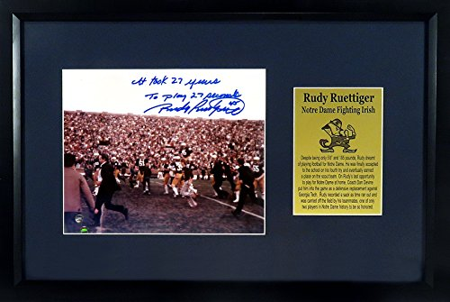 Autographed Display Framed (Notre Dame Fighting Irish Rudy Ruettiger Autographed 8x10 Photo Display Framed (COA))