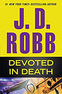 Paperback Devoted in Death [Large Print] Book
