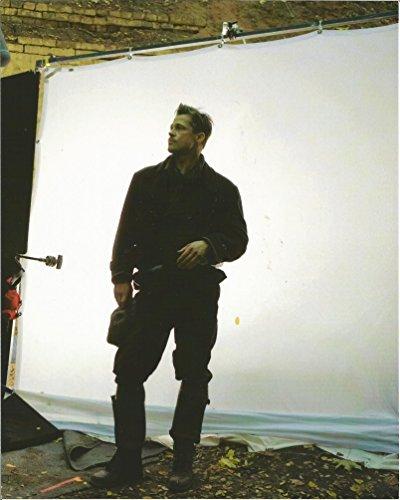Inglourious Basterds Brad Pitt Behind the Scenes - 8 x 10 Photo 004