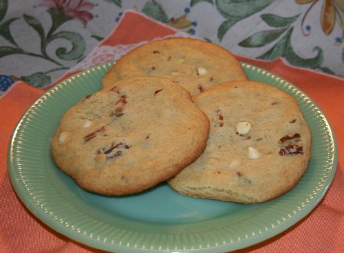 Giant Pecan Cookie with White Chocolate / 2.25 Ounces Each/Packaged Individually/Six Cookies Per ()