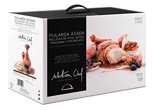 Pularda asada rellena de foie, setas, manzana y pistachos; con salsa de Oporto