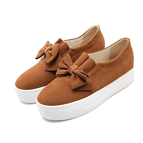 Solid Kitten On Pull Women's Heels Shoes Pumps Toe Brown Round WeiPoot Closed Zw5OX