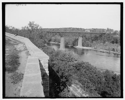 Photo: Bridge,east parapet,water,Mississippi River,Fort Snelling,Minnesota,MN,1900