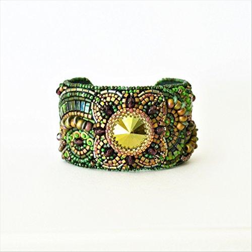 Handmade Swarovski Crystal Beaded Bracelet (Bracelet Green with Swarovski® Crystal Moss Colored Beaded)