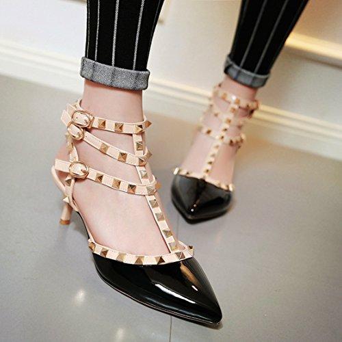 AIYOUMEI Damen Lack Spitz Zehen Slingback T-Spangen Sandalen mit Nieten und Schnalle Stiletto High Heels Pumps Kleiner Absatz Schuhe Schwarz