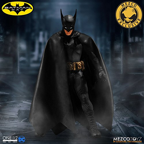 Mezco Toys One:12 Collective: Batman Ascending Knight Black Variant Action Figure (Batman Hook Grappling Black)