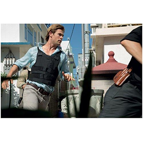 Blackhat 8x10 Photo Chris Hemsworth (Nicholas Hathaway) Blue Long-Sleeved Shirt under Bullet Proof Vest kn by...