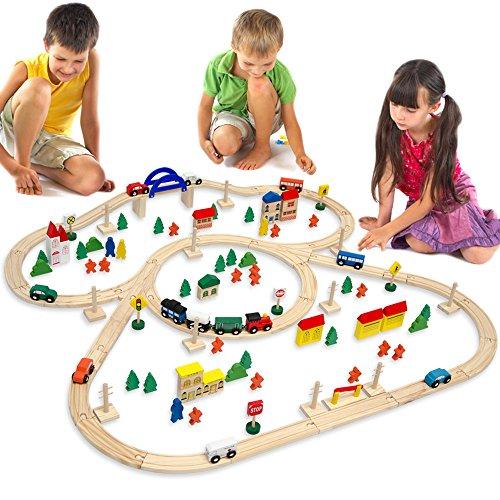 Holzeisenbahn für Kinder mit 130 Teilen | Spielzeugeisenbahn mit über 5 Meter Schienenlänge und Zubehör für eine ganze Stadt | Holzeisenbahn-Set für Mädchen und Jungen geeignet