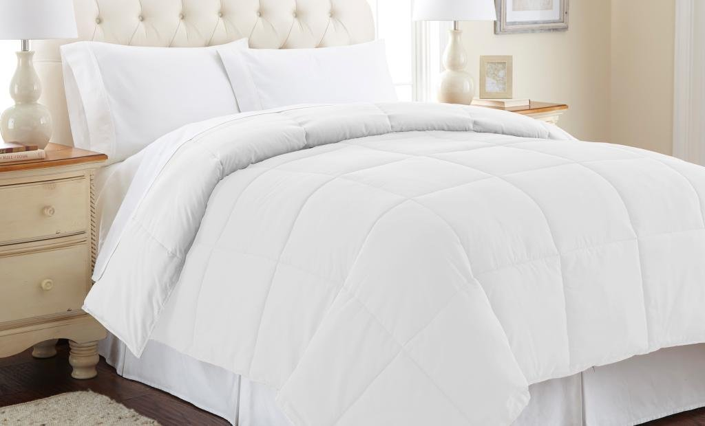 Down alternative reversible comforter White/White King