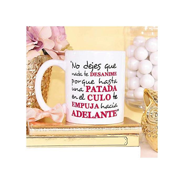 51ftORq9glL TAZAS DE CERÁMICA DE ALTA CALIDAD, con una tinta sublime que la convierte en RESISTENTE al microondas y lavavajillas. Color blanco, 11 oz / 350 ml. Una TAZA BONITA Y COLORIDA… ¡y también MULTIUSOS! – Ya que aunque se llamen tazas de desayuno, también valen para comida, merienda, cena… ¡y además dentro puedes echarle lo que quieras! Olvídate de comprar tazas de té o tazas de café por separado porque estas valen para todo. Incluso de adorno (como un jarrón de porcelana chino para decoración) o como moneda de cambio (podrías ir a cenar por ahí y pagar en tazas, si te las aceptan, como los ticket restaurante). El REGALO PERFECTO PARA TUS SERES QUERIDOS. De entre todas las tiendas online de tazas o páginas webs de regalos difícilmente encontrarás algo más motivacional para tu familia, pareja o amigos (y con este precio, estos mensajes, colores, calidad…). ¡Y además te lo enviamos a casa! Y lo más IMPORTANTE, al final será un regalo inolvidable, único, y además, de uso diario, para que se acuerden de ti todas las mañanas. Vamos, ¡el regalo perfecto!
