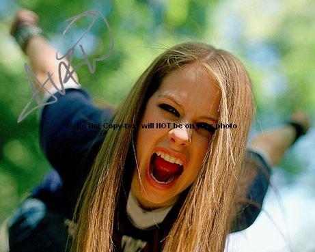 Avril Lavigne Screamin Autographed Preprint Signed 11x14 Poster Photo