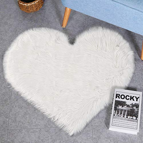 (LEEVAN Fluffy Faux Sheepskin Area Rug Heart Design Super Soft Kids Play Mat Cute Girls Runner Baby Cot Rug Shaggy Floor Carpet for Sofa Living Room Bedroom Accent Home Decorate(White,2.3ft x 3ft) )