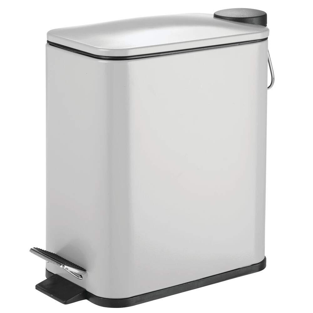 blanco Cubo met/álico de 5 litros con pedal Elegante contenedor de residuos para ba/ño mDesign Papelera de ba/ño rectangular tapadera y cubo interior de pl/ástico cocina y oficina