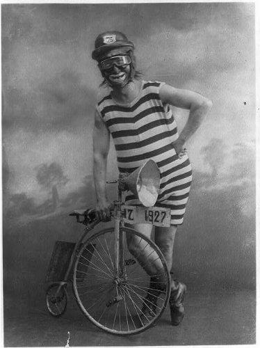 Infinite Photographs Foto: Corbata de Circo, Bicicleta pequeña ...