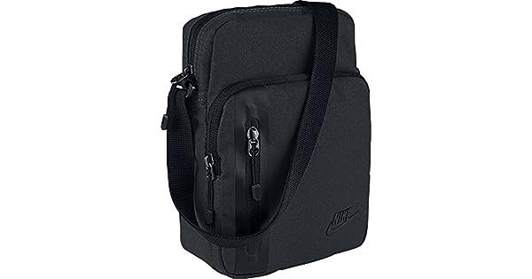 e8ec73a82 Bolsa Nike Core Small Items 3.0: Amazon.com.br: Amazon Moda