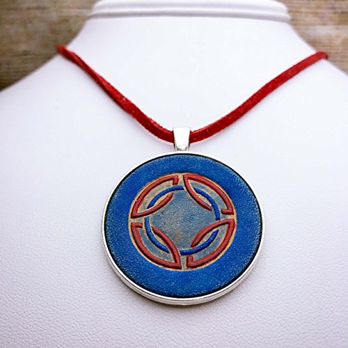 [Celtic Knot Leather Pendant Necklace in Blue and Red] (Larp Costumes Uk)