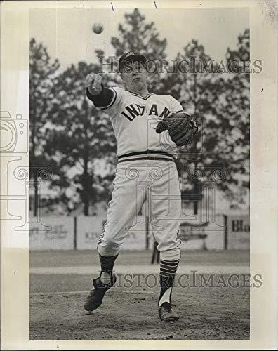 Vintage Photos Press Photo Bob Feller Plays for The Indians