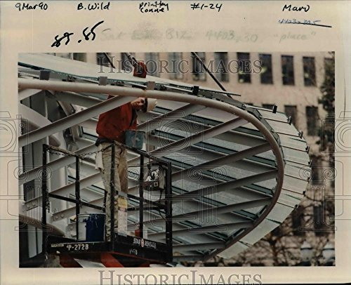 1990 Press Photo Pioneer Place-Chad Shoemaker, Willamette Painting-retail mall