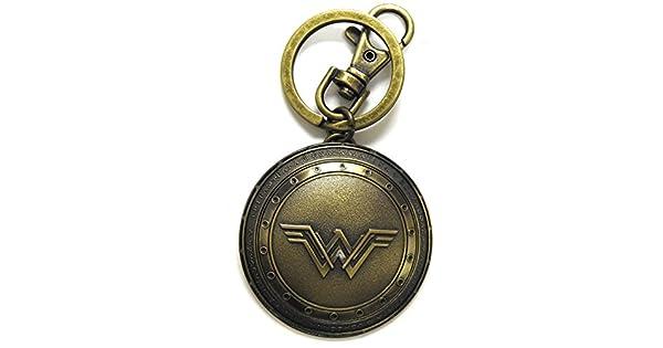 Amazon.com: Superman V Batman Wonder Woman Escudo Peltre ...
