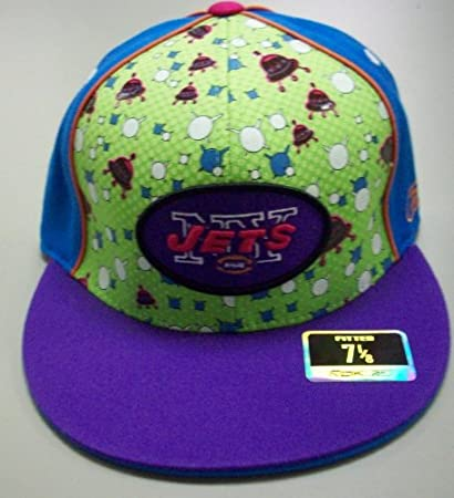 Amazon.com   New York Jets Fitted Reebok Hat Size 7 1 8   Sports Fan ... deb65fc8a2e